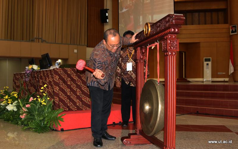 Rektor UT Membuka Rakornas Anggaran 2018