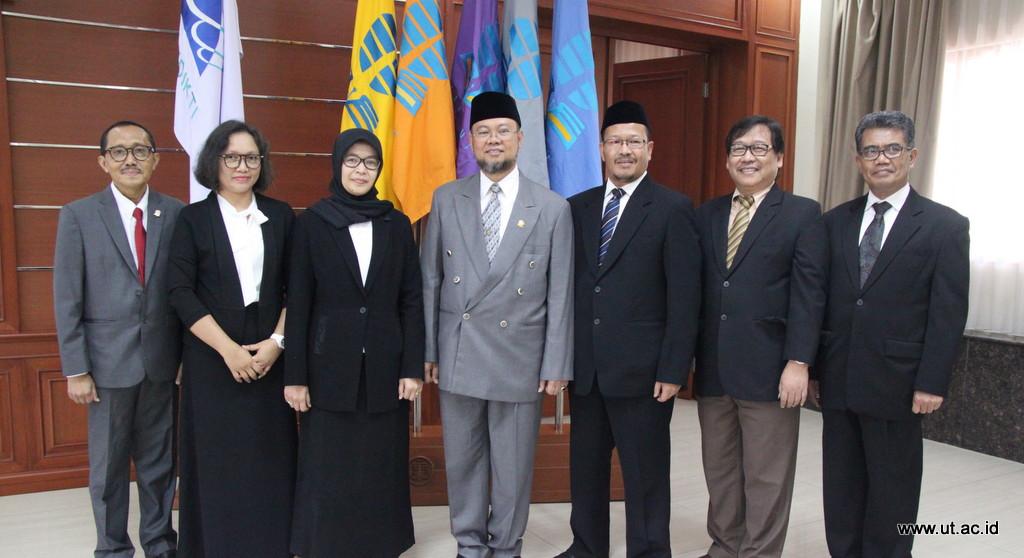 Foto Bersama Pimpinan UT dan Pejabat Baru 2 Juli 2018