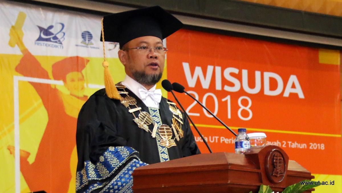 Rektor UT Ojat Darojat pada Wisuda 3 Juli 2018 di UTCC