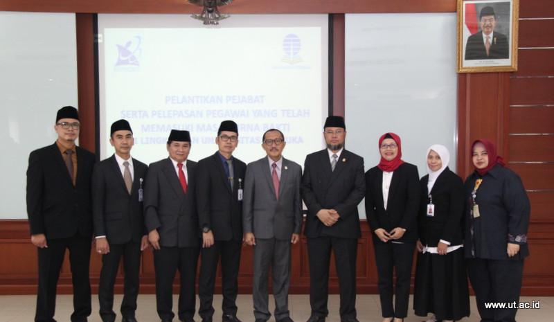 Foto Bersama Pejabat yang baru dilantik dengan Rektor dan WR Mei 2018